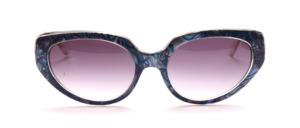 Butterfly Sonnenbrille aus den 80er Jahren in Transparent mit einer Perlmutt Blau gemusterten Oberfläche am Mittelteil
