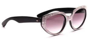 Butterfly sunglasses from the 80s in transparent with a mother-of-pearl white patterned surface on the middle part