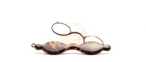 Eine kleine aber feine klassische ovale Falt Lorgnette mit Plusgläsern ca + 2,oo