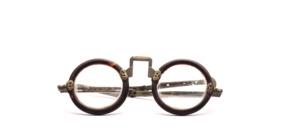 Original Chinesische ca 150 Jahre alte Brille bei der leider der linke Fassungsrand oben eingebrochen ist