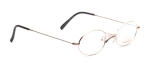 Oval metal frame in silver with a thin frame and distinctive nose bridge