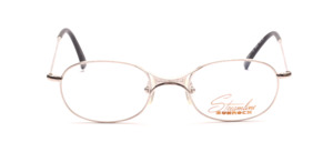 Sporty metal frame in silver with a thin frame and distinctive nose bridge