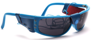 Blue sunglasses with side protection and elastic band