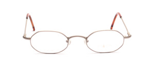 Octagonal metal frame in matt silver with flexible hinge for better comfort